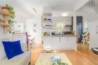 """Photo 3: 297 E 17TH Avenue in Vancouver: Main House for sale in """"MAIN STREET"""" (Vancouver East)  : MLS®# R2554778"""