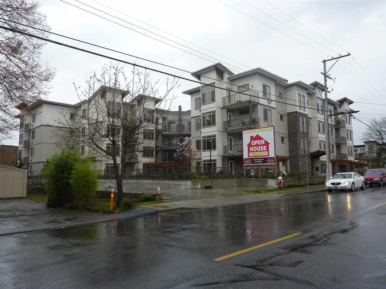 Main Photo: 215 11887 BURNETT Street in Maple Ridge: East Central Condo for sale : MLS®# R2114347