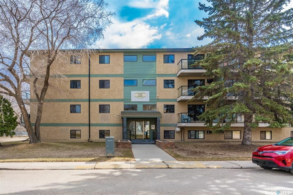 Main Photo: 402 1435 Embassy Drive in Saskatoon: Holiday Park Residential for sale : MLS®# SK850886