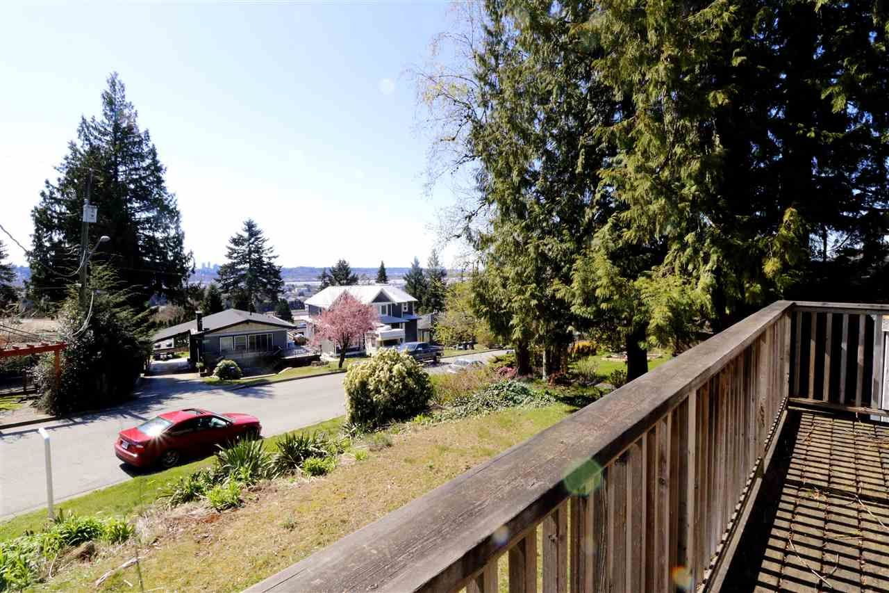 Photo 5: Photos: 313 SEAFORTH Crescent in Coquitlam: Central Coquitlam House for sale : MLS®# R2566060