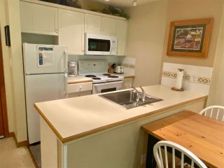 """Photo 8: 121 4800 SPEARHEAD Drive in Whistler: Benchlands Condo for sale in """"Aspens"""" : MLS®# R2485540"""