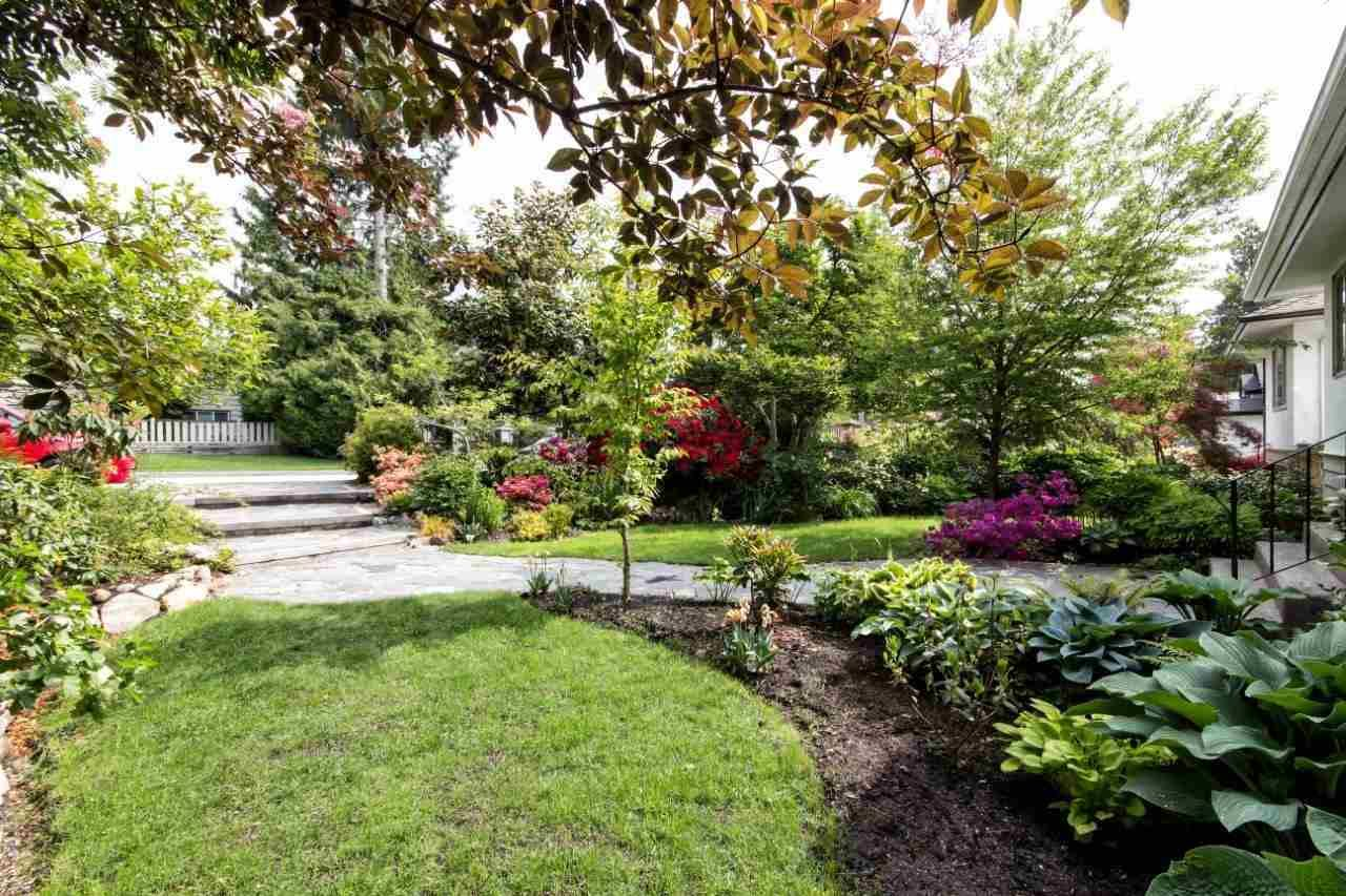 """Photo 2: Photos: 915 E 13TH Street in North Vancouver: Boulevard House for sale in """"Grand Boulevard"""" : MLS®# R2535688"""