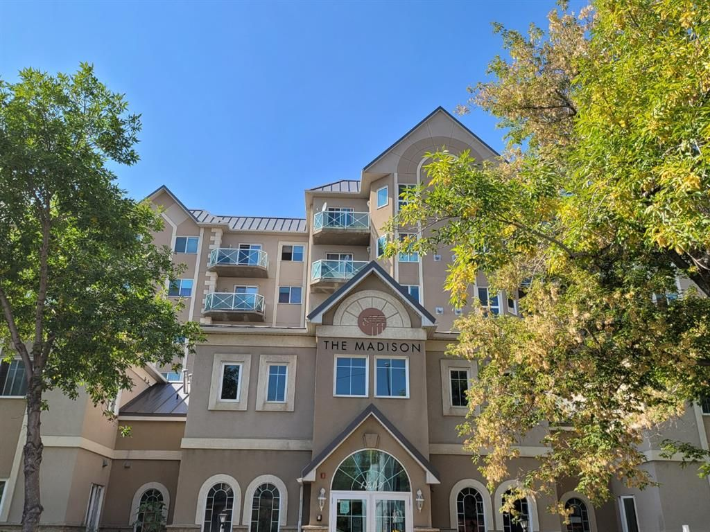 Main Photo: 417 1507 CENTRE A Street NE in Calgary: Crescent Heights Apartment for sale : MLS®# A1145646