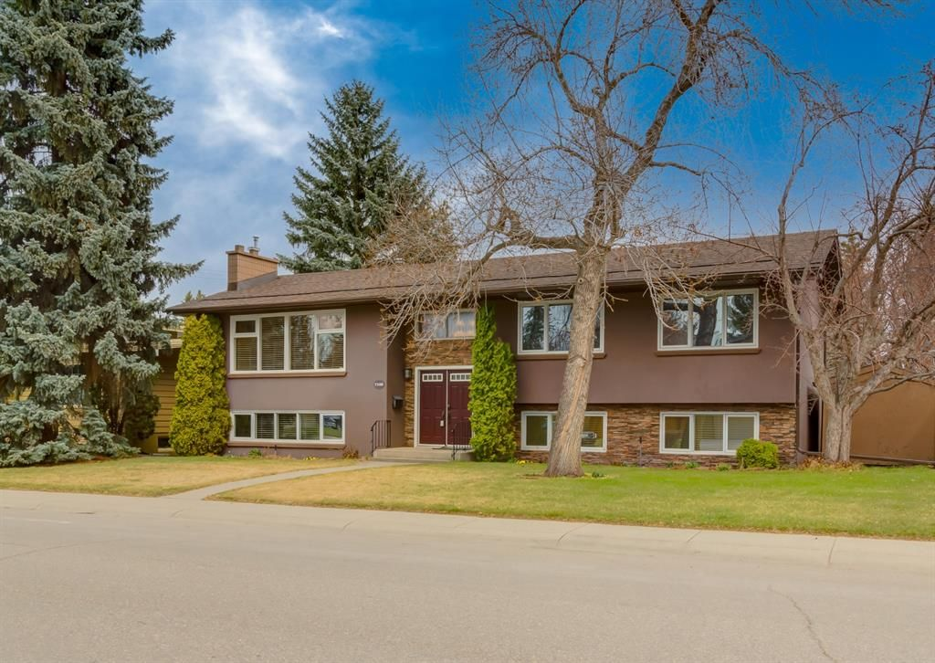 Main Photo: 7308 11 Street SW in Calgary: Kelvin Grove Detached for sale : MLS®# A1100698