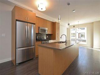Photo 1: 9 1060 Tillicum Rd in VICTORIA: Es Kinsmen Park Row/Townhouse for sale (Esquimalt)  : MLS®# 717794