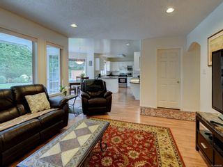 Photo 9: 4948 Haliburton Pl in : SE Cordova Bay House for sale (Saanich East)  : MLS®# 886986