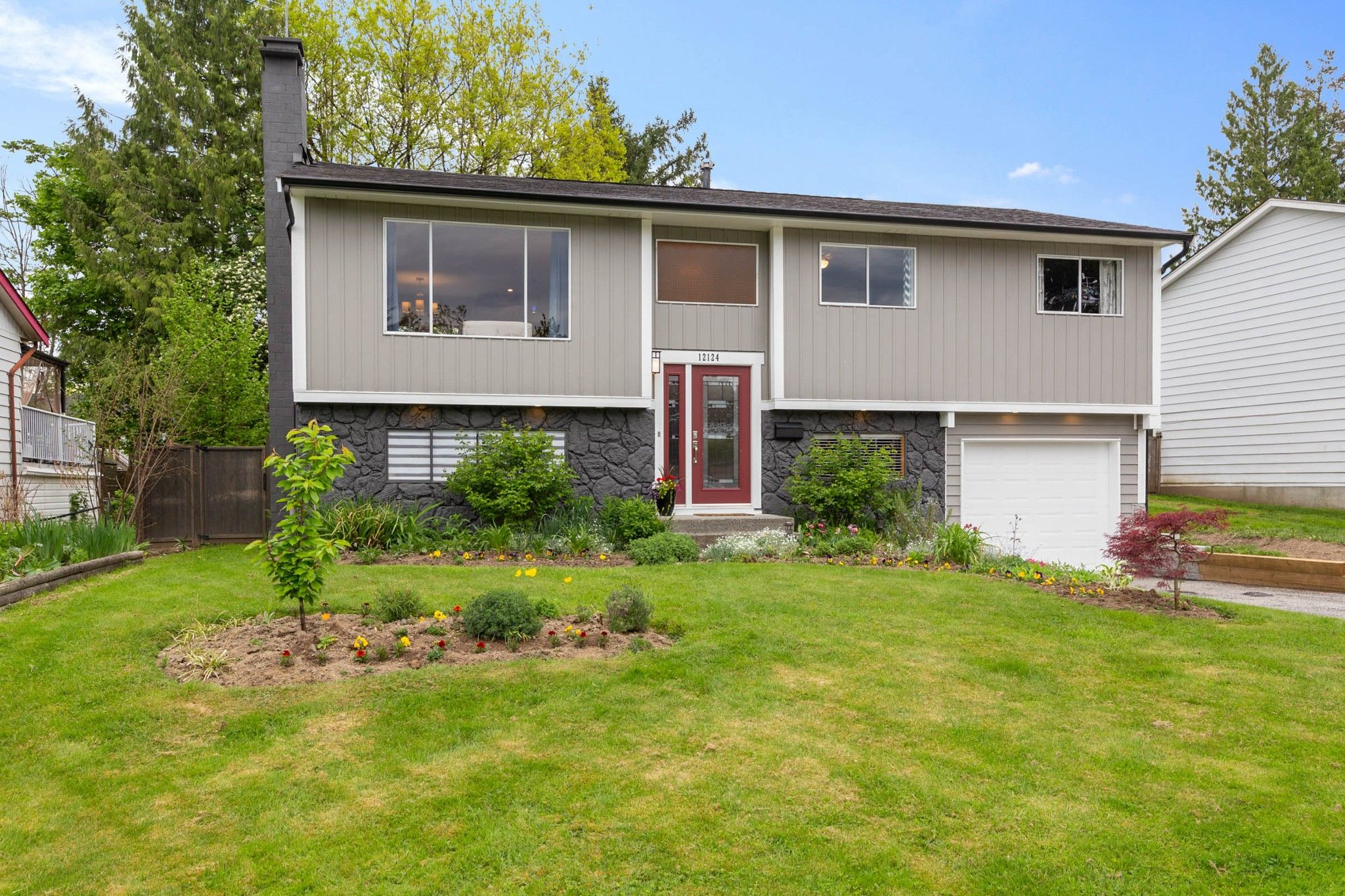 Main Photo: 12124 GEE Street in Maple Ridge: East Central House for sale : MLS®# R2579289