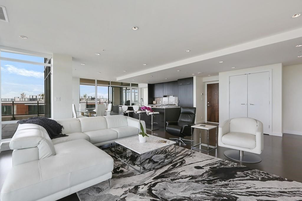 """Main Photo: 1902 1455 GEORGE Street: White Rock Condo for sale in """"Avra"""" (South Surrey White Rock)  : MLS®# R2589463"""