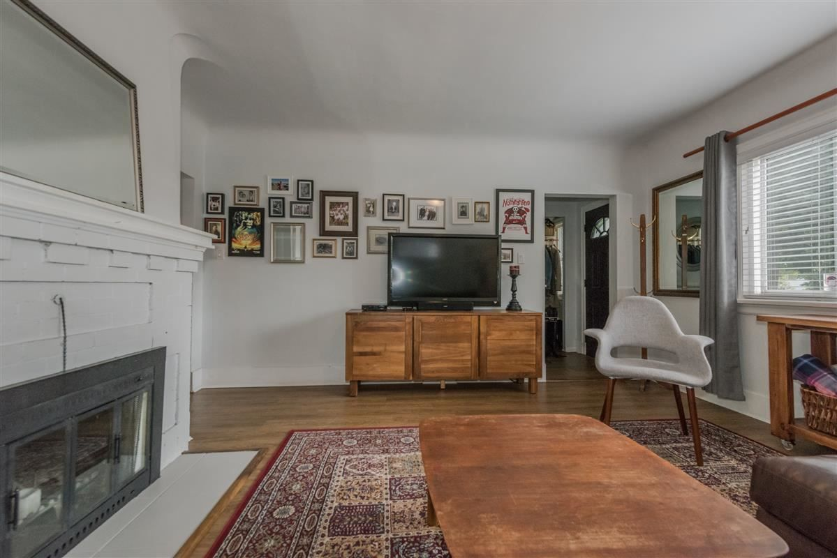 Photo 3: Photos: 2225 E 27TH AVENUE in Vancouver: Victoria VE House for sale (Vancouver East)  : MLS®# R2206387