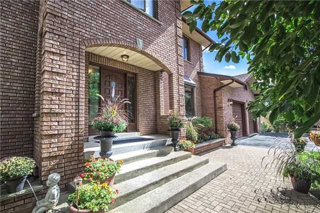 Main Photo: 9 Yongeview Avenue in Richmond Hill: South Richvale House (2-Storey) for sale : MLS®# N3328457