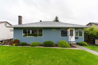 """Photo 3: 114 SAPPER Street in New Westminster: Sapperton House for sale in """"Sapperton"""" : MLS®# R2502964"""