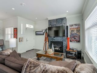Photo 4: 865 E 10TH Avenue in Vancouver: Mount Pleasant VE 1/2 Duplex for sale (Vancouver East)  : MLS®# R2068935