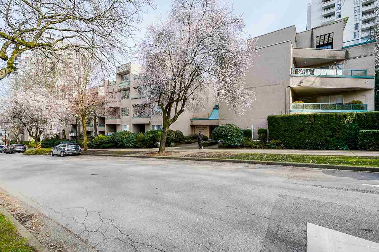 """Main Photo: 207 1345 COMOX Street in Vancouver: West End VW Condo for sale in """"TIFFANY COURT"""" (Vancouver West)  : MLS®# R2552036"""