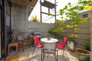 """Photo 17: 217 428 W 8TH Avenue in Vancouver: Mount Pleasant VW Condo for sale in """"XL"""" (Vancouver West)  : MLS®# R2366926"""