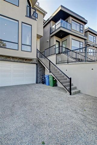 Photo 3: 2003 28 Avenue SW in Calgary: South Calgary Semi Detached for sale : MLS®# A1119479