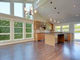 Photo 7: 3182 Wessex Close in : OB Henderson House for sale (Oak Bay)  : MLS®# 883456
