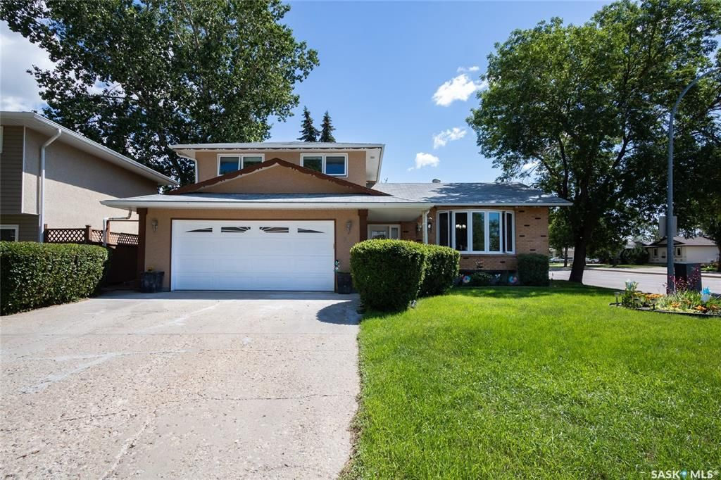 Main Photo: 319 FAIRVIEW Road in Regina: Uplands Residential for sale : MLS®# SK854249