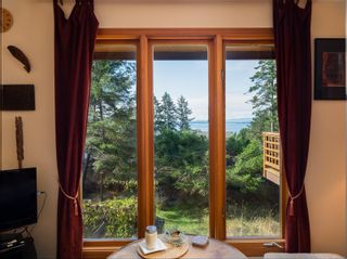 Photo 5: 3721 Privateers Rd in : GI Pender Island House for sale (Gulf Islands)  : MLS®# 854926