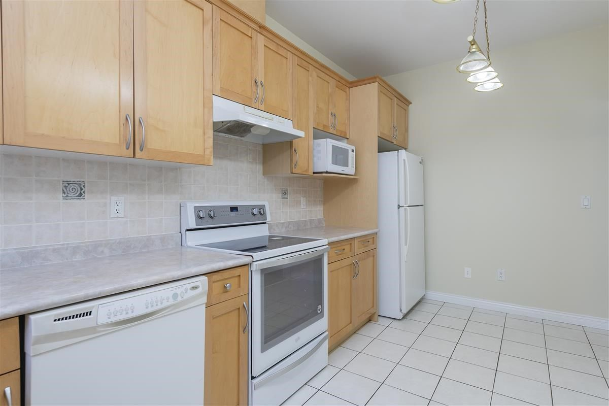 Photo 3: Photos: 3178 GILMORE Avenue in Burnaby: Central BN 1/2 Duplex for sale (Burnaby North)  : MLS®# R2474693