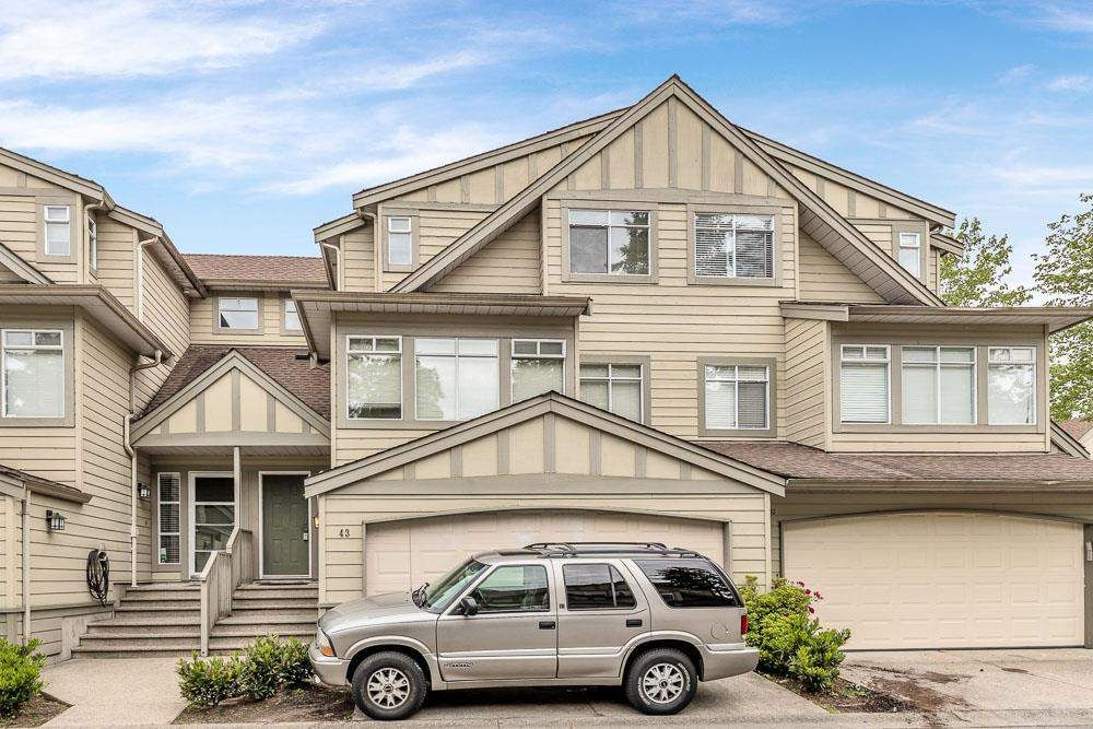 """Main Photo: 43 10238 155A Street in Surrey: Guildford Townhouse for sale in """"Chestnut Lane"""" (North Surrey)  : MLS®# R2588170"""