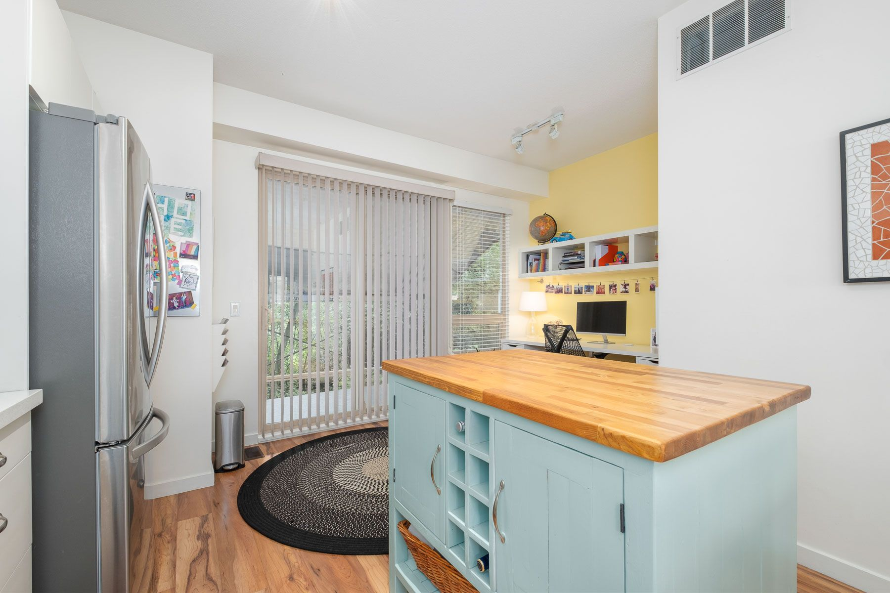 """Photo 11: Photos: 28 9229 UNIVERSITY Crescent in Burnaby: Simon Fraser Univer. Townhouse for sale in """"SERENITY"""" (Burnaby North)  : MLS®# R2589602"""