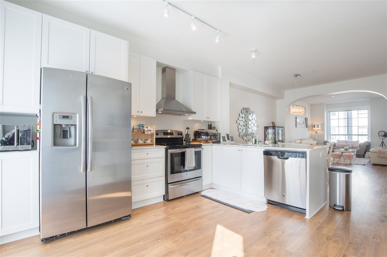 """Photo 4: Photos: 90 8438 207A Street in Langley: Willoughby Heights Townhouse for sale in """"YORK BY MOSAIC"""" : MLS®# R2352607"""