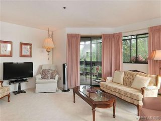 Photo 3: 414 1560 Hillside Ave in VICTORIA: Vi Oaklands Condo for sale (Victoria)  : MLS®# 620343