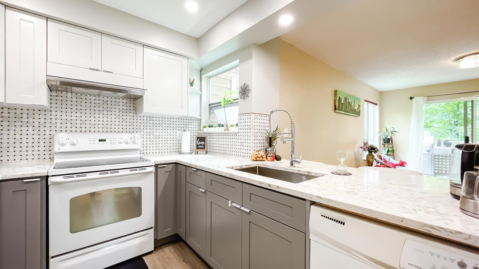 Photo 9: Photos: 66 9000 ASH GROVE CRESCENT in Burnaby: Forest Hills BN Townhouse for sale (Burnaby North)  : MLS®# R2603744