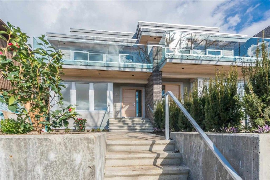 Main Photo: 350 E 5th Street in North Vancouver: Lower Lonsdale 1/2 Duplex for sale