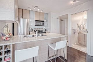 "Photo 2: 2707 977 MAINLAND Street in Vancouver: Yaletown Condo for sale in ""YALETOWN PARK 3"" (Vancouver West)  : MLS®# R2403186"