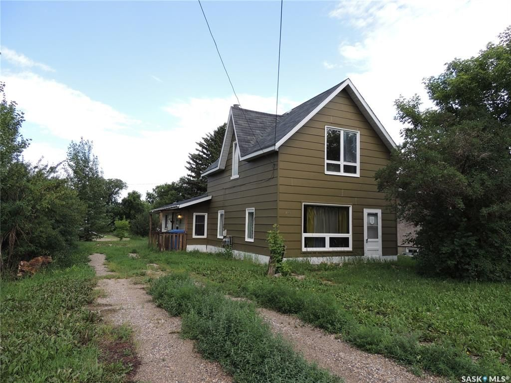 Main Photo: 722 Main Street in Oxbow: Residential for sale : MLS®# SK863093
