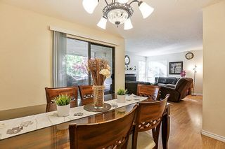 Photo 3: 14835 HOLLY PARK Lane in Surrey: Guildford Townhouse for sale (North Surrey)  : MLS®# R2211598