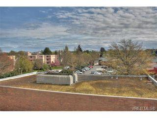 Photo 1: 402 1025 Hillside Ave in VICTORIA: Vi Hillside Condo for sale (Victoria)  : MLS®# 698158