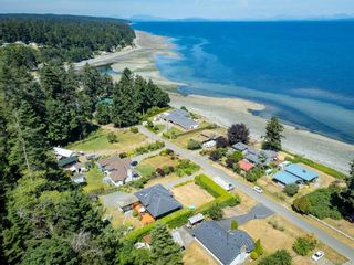 Photo 4: 5763 Coral Rd in : CV Courtenay North House for sale (Comox Valley)  : MLS®# 881526