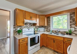 Photo 12: 42 140 Strathaven Circle SW in Calgary: Strathcona Park Semi Detached for sale : MLS®# A1146237