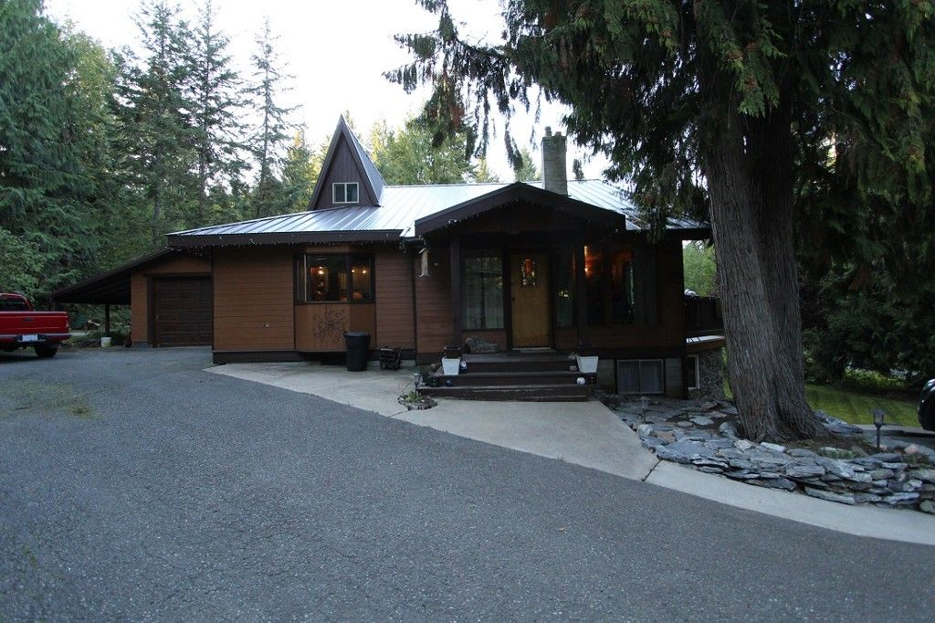 Main Photo: 2488 Forest Drive in Blind Bay: Condo for sale : MLS®# 10124492