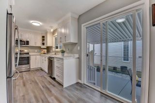 """Photo 10: 39 2345 CRANLEY Drive in Surrey: King George Corridor Manufactured Home for sale in """"LA MESA"""" (South Surrey White Rock)  : MLS®# R2601872"""