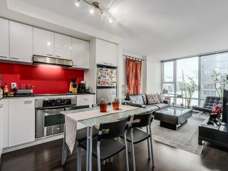 "Photo 2: 2306 131 REGIMENT Square in Vancouver: Downtown VW Condo for sale in ""SPECTRUM 3"" (Vancouver West)  : MLS®# R2019933"