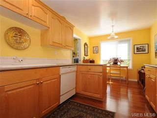 Photo 11: 201 9905 Fifth St in SIDNEY: Si Sidney North-East Condo for sale (Sidney)  : MLS®# 682484