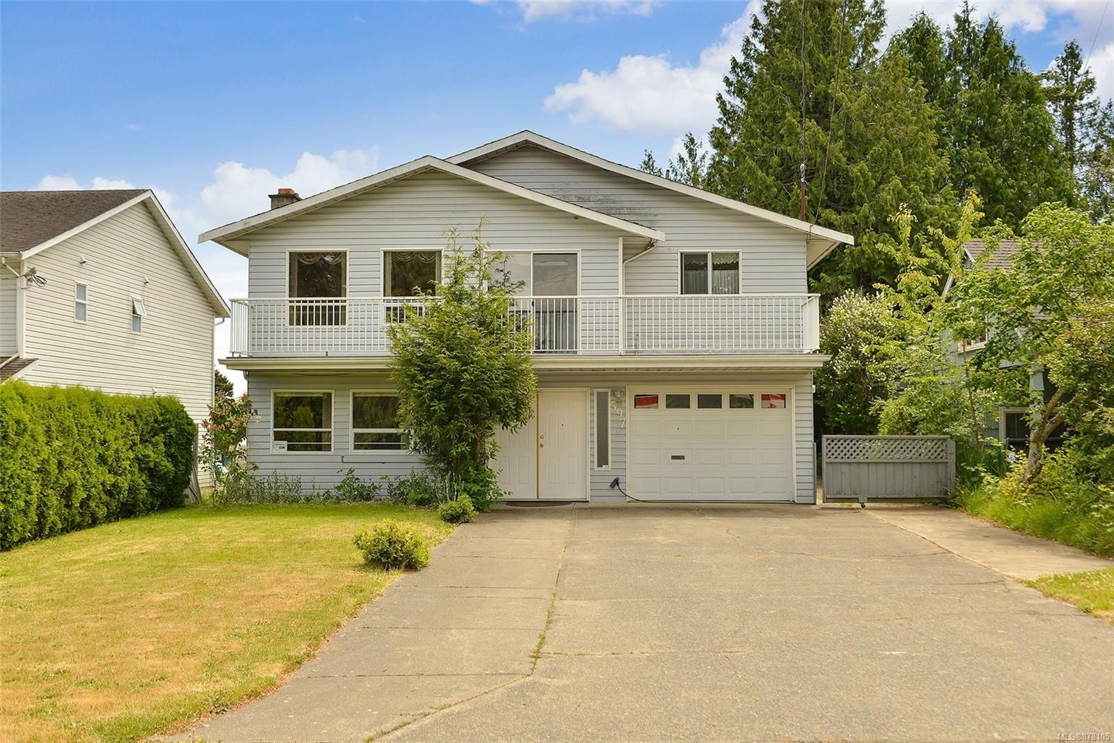 Main Photo: 597 LEASIDE Ave in : SW Glanford House for sale (Saanich West)  : MLS®# 878105