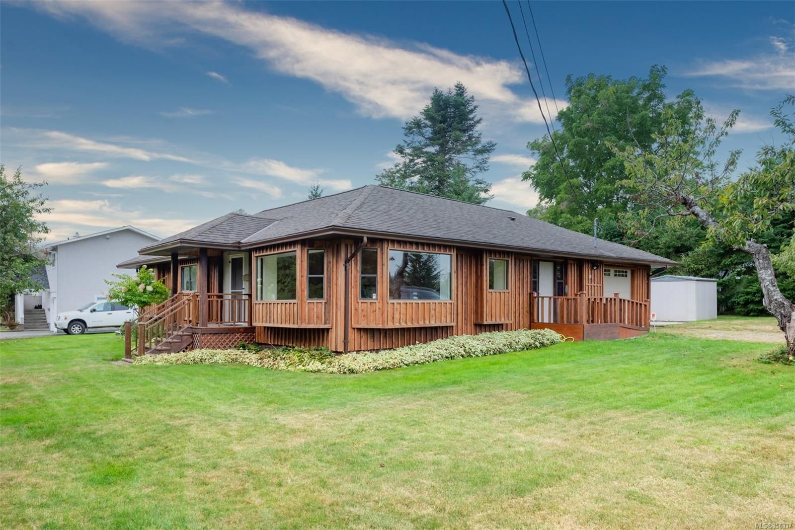 Main Photo: 1910 Galerno Rd in : CR Willow Point House for sale (Campbell River)  : MLS®# 856337