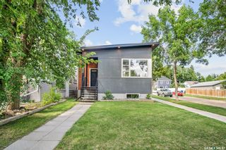Photo 2: 402 27th Street West in Saskatoon: Caswell Hill Residential for sale : MLS®# SK868450