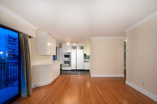 Photo 8: 402 2125 West 2nd Ave in Sunny Lodge - who doesn't want to live at Sunny Lodge?: Home for sale : MLS®# r2020337