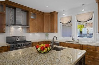 """Photo 17: 14342 SUNSET Drive: White Rock House for sale in """"White Rock Beach"""" (South Surrey White Rock)  : MLS®# R2560291"""