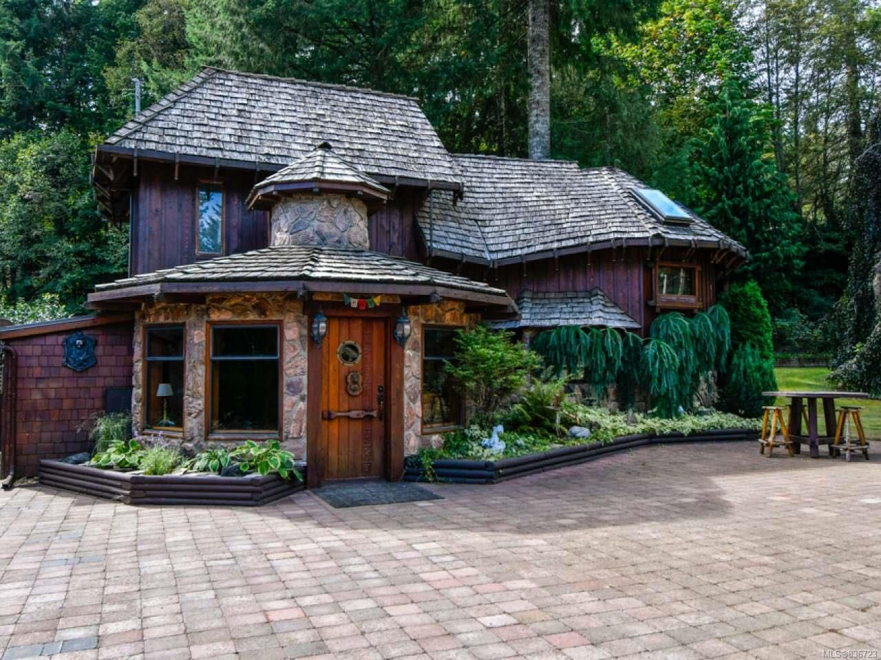 Main Photo: 9408 Bracken Rd in BLACK CREEK: CV Merville Black Creek House for sale (Comox Valley)  : MLS®# 836723