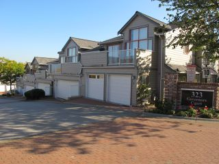 """Photo 1: 4 323 GOVERNORS Court in New Westminster: Fraserview NW Townhouse for sale in """"FRASERVIEW"""" : MLS®# R2135689"""