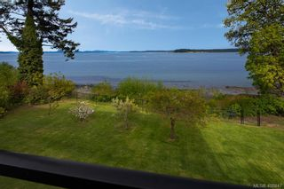 Photo 4: 8413 Lochside Dr in SAANICHTON: CS Island View House for sale (Central Saanich)  : MLS®# 812459