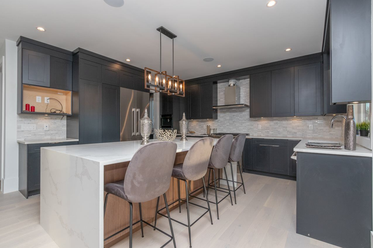 Photo 5: Photos: 900 HENDRY Avenue in North Vancouver: Boulevard House for sale : MLS®# R2526354