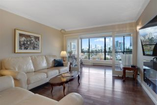 "Photo 4: 301 1470 PENNYFARTHING Drive in Vancouver: False Creek Condo for sale in ""Harbour Cove"" (Vancouver West)  : MLS®# R2563951"