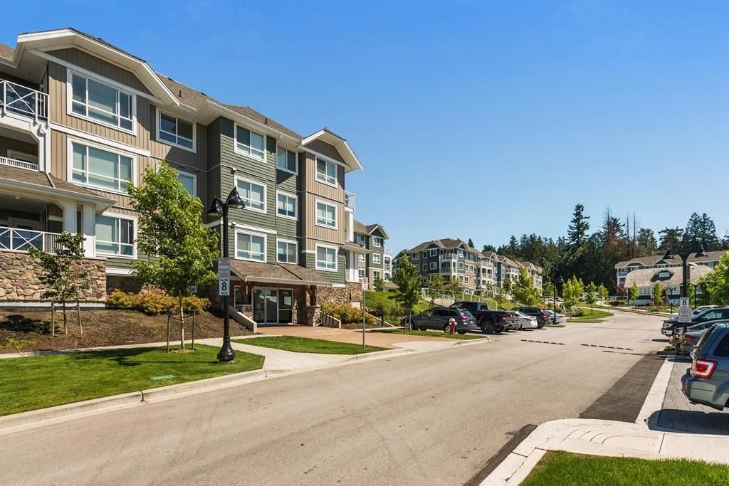"""Main Photo: 106 16398 64 Avenue in Surrey: Cloverdale BC Condo for sale in """"The Ridge at Bose Farm"""" (Cloverdale)  : MLS®# R2601327"""
